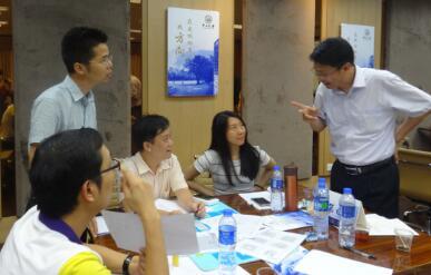 5月28-29日,裴章先老师授课中山大学企业战略CEO总裁班《赢在全局-企业系统运营与优化沙盘模拟演练》;